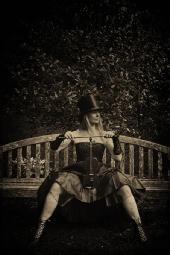 GJ - The violinist Waits