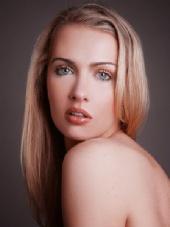 Elina - Natural Look