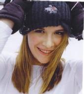 Hannah - Snowboard Close-up