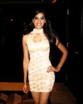 Shilpa - Half Body Shot_Peach 1