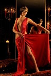 Terra Marissa - The red dress