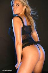 Naomi K - bum shot