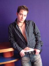 Phillip Richards - Chillin in clubbing gear