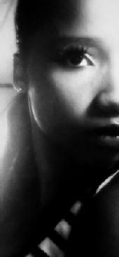 Kirstie - Headshot