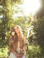 Nina Blue - La fleur qui se balancé sous le soleil